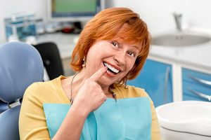 senior-woman-in-the-dental-office